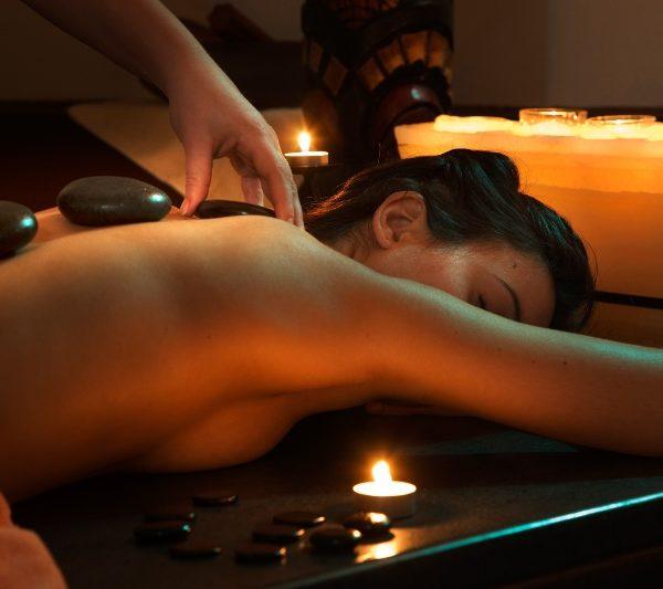 Massaggio-rilassante-hot-stone