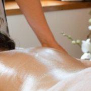 massaggio-olio-caldo